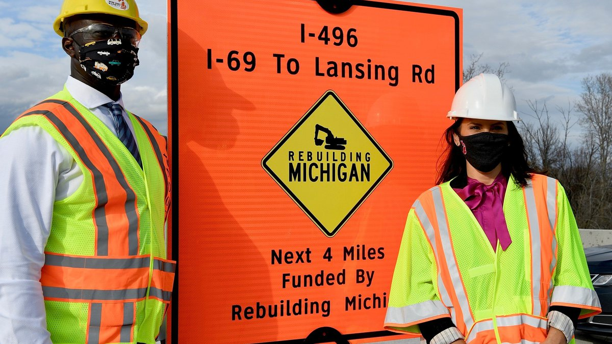 Governor Whitmer visits on-site construction project.