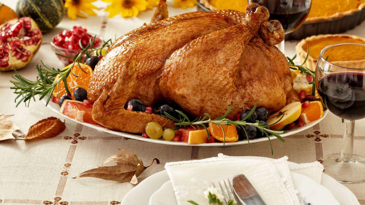 46731368 - thanksgiving roast turkey dinner