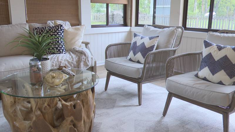 Tips for staging a sunroom