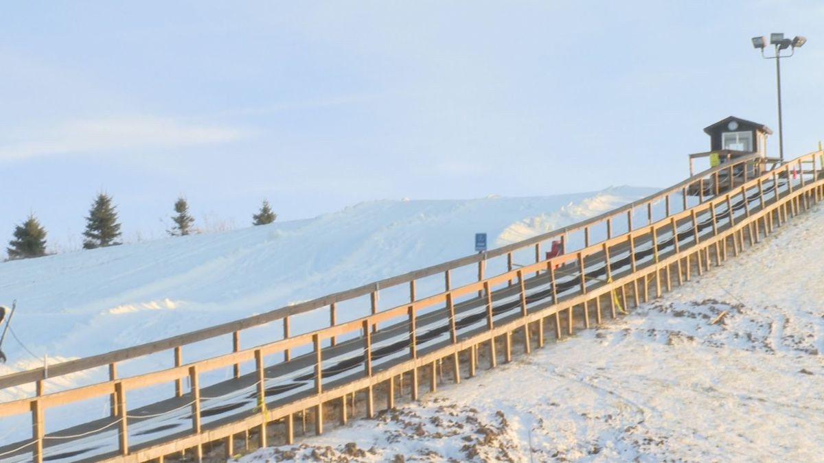 A popular snow tubing hill in south Lansing is starting the new year with a closed sign -- due to the lack of snow. (Source: WILX)