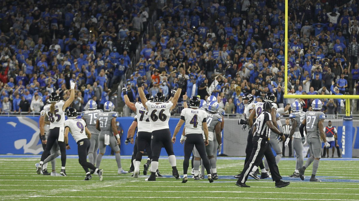 Baltimore Ravens players celebrate a Justin Tucker 66-yard field goal in the second half of an...