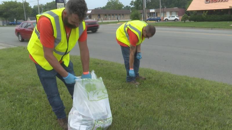 Lansing volunteers pick up litter on MLK.