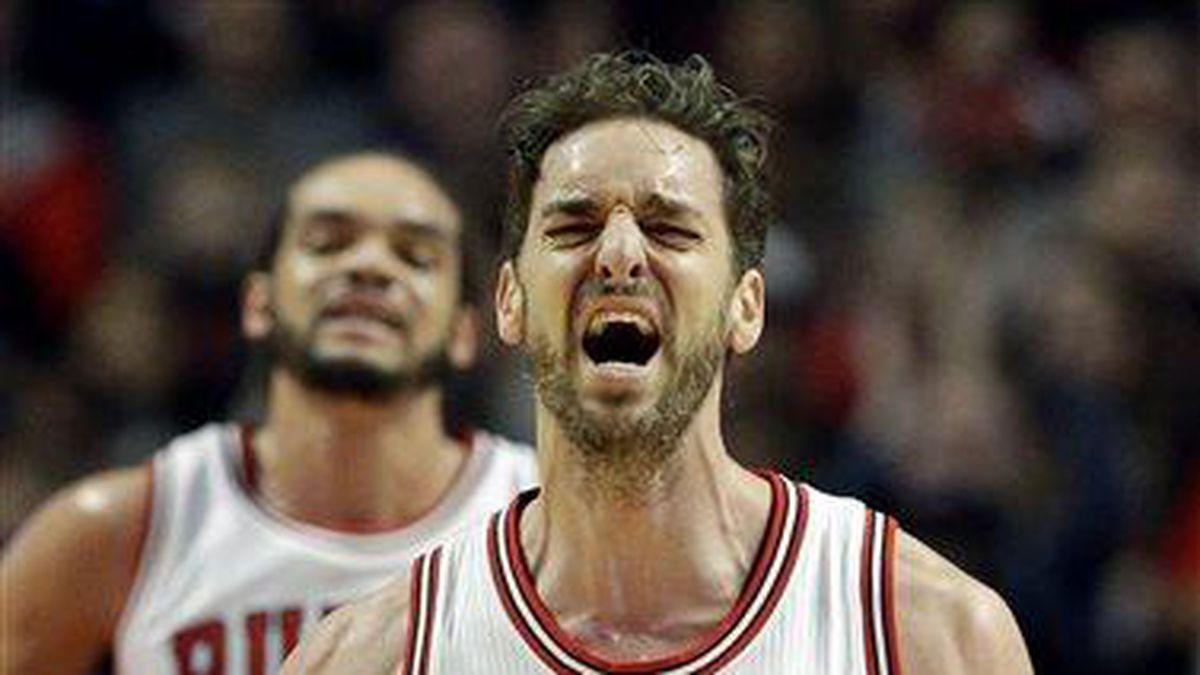 Chicago Bulls center Pau Gasol (16) reacts after missing a shot during the first half of an NBA basketball game against the Boston Celtics in Chicago on Saturday, Jan. 3, 2015. (AP Photo/Nam Y. Huh)