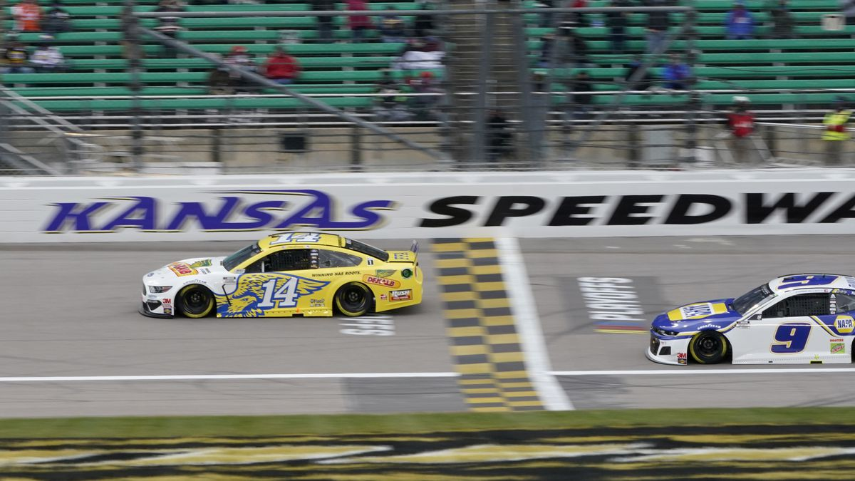 Clint Bowyer (14) leads a pace lap in honor of his final season before a NASCAR Cup Series auto...