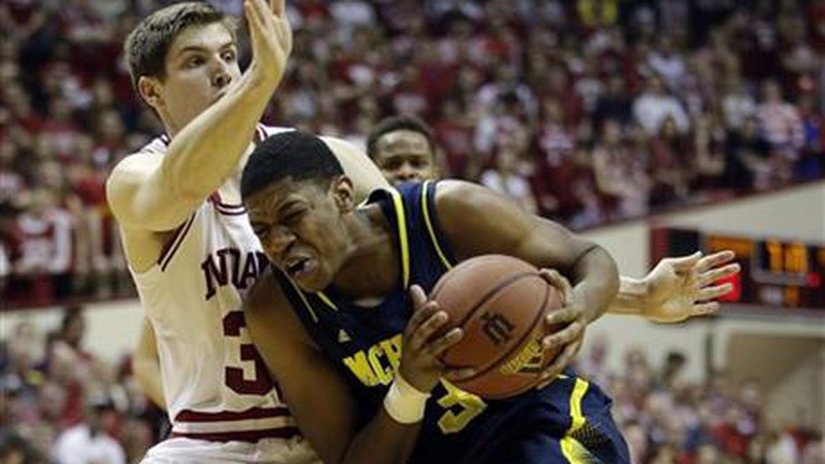 Michigan's Kameron Chatman (3) goes to the basket against Indiana's Collin Hartman, left,...