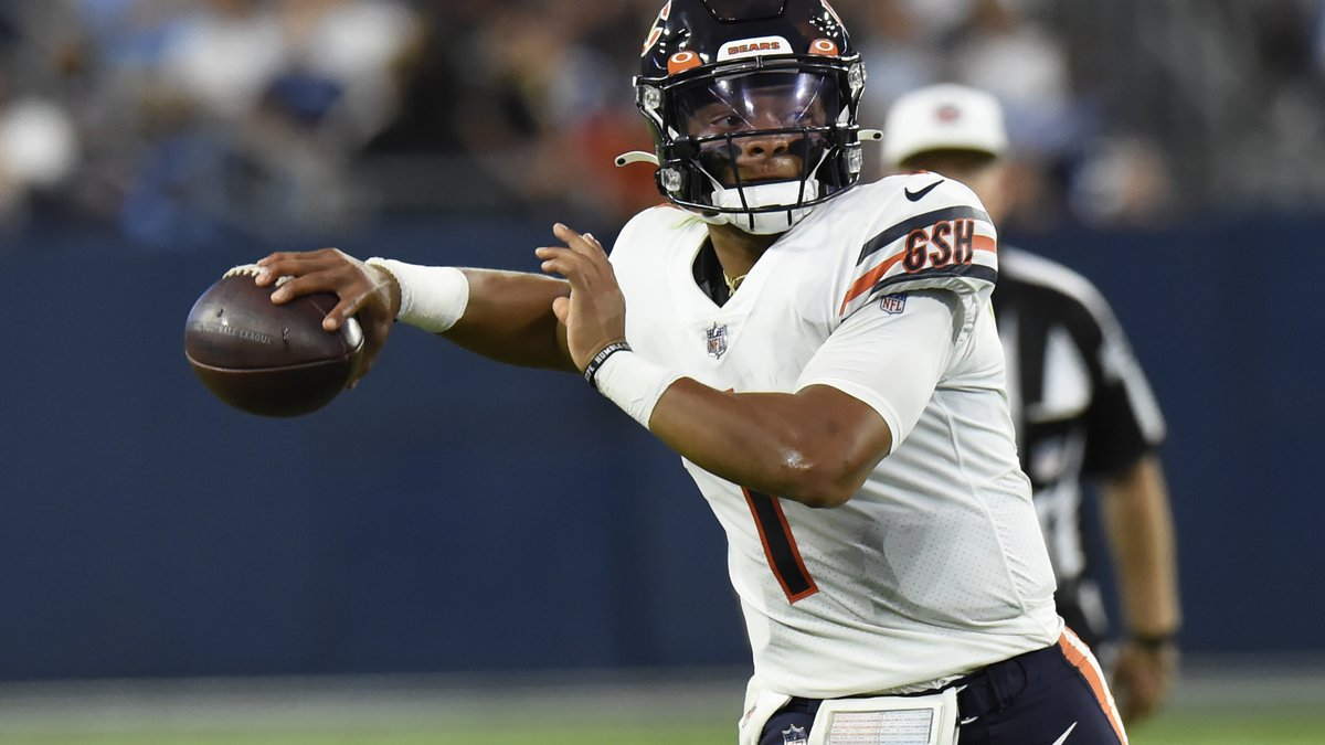 Chicago Bears quarterback Justin Fields passes against the Tennessee Titans in the first half...
