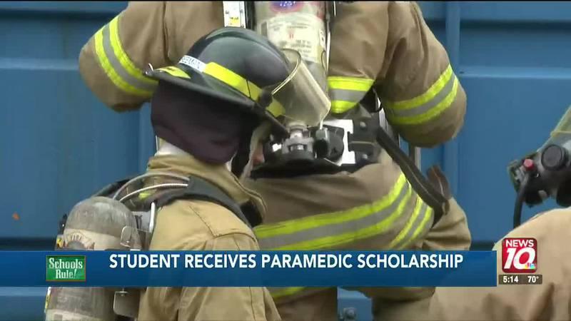 Student receives paramedic scholarship