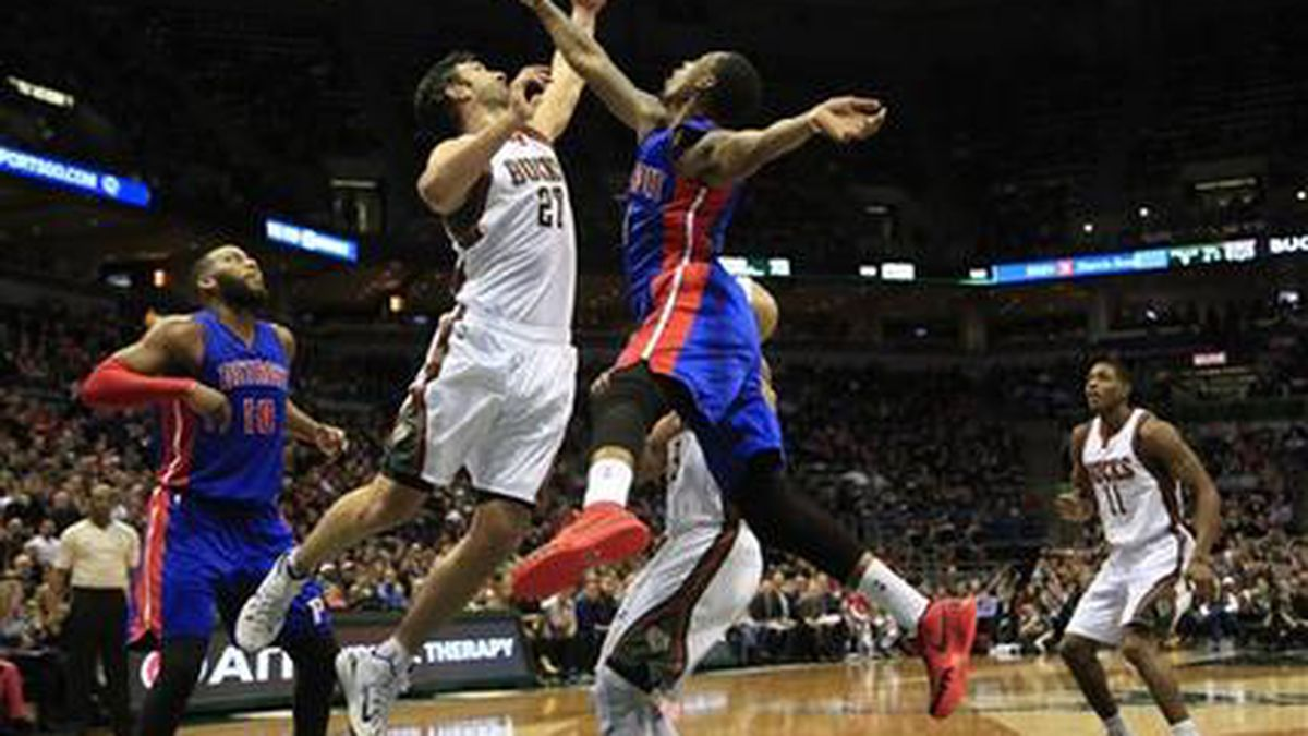 Milwaukee Bucks center Zaza Pachulia (27) and Detroit Pistons guard Kentavious Caldwell-Pope, front right, go up for a rebound during the first half of an NBA basketball game Saturday, Jan. 24, 2015, in Milwaukee. (AP Photo/Darren Hauck)