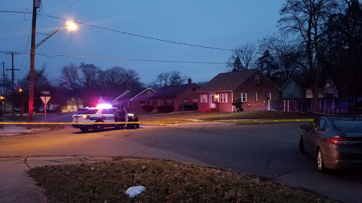 A police presence has been confirmed at a neighborhood at Third and Bloomfield in Jackson. (Source: WILX)