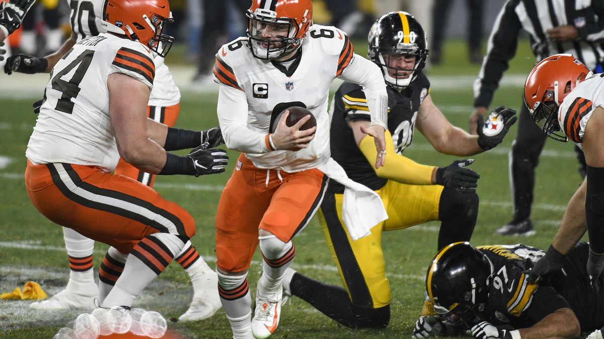 Cleveland Browns quarterback Baker Mayfield (6) moves out of the pocket during the first half...