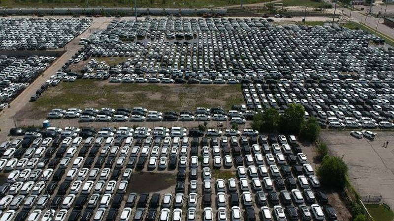 GM cars sitting, waiting for microchips.
