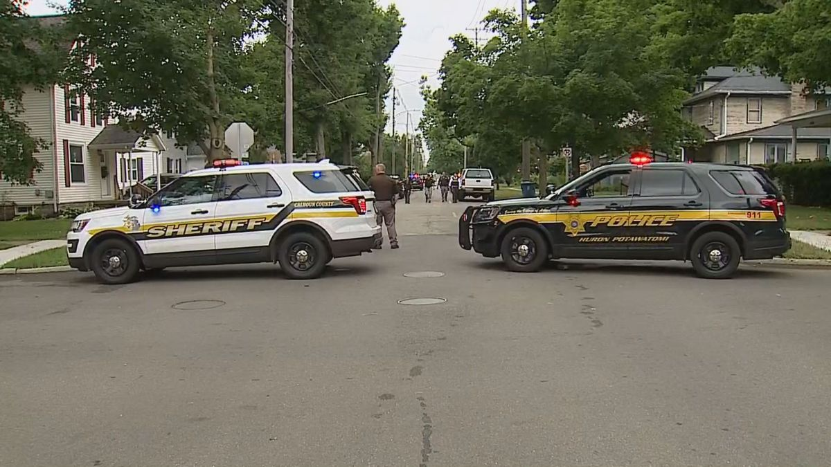 One man in custody after standoff in Marshall.