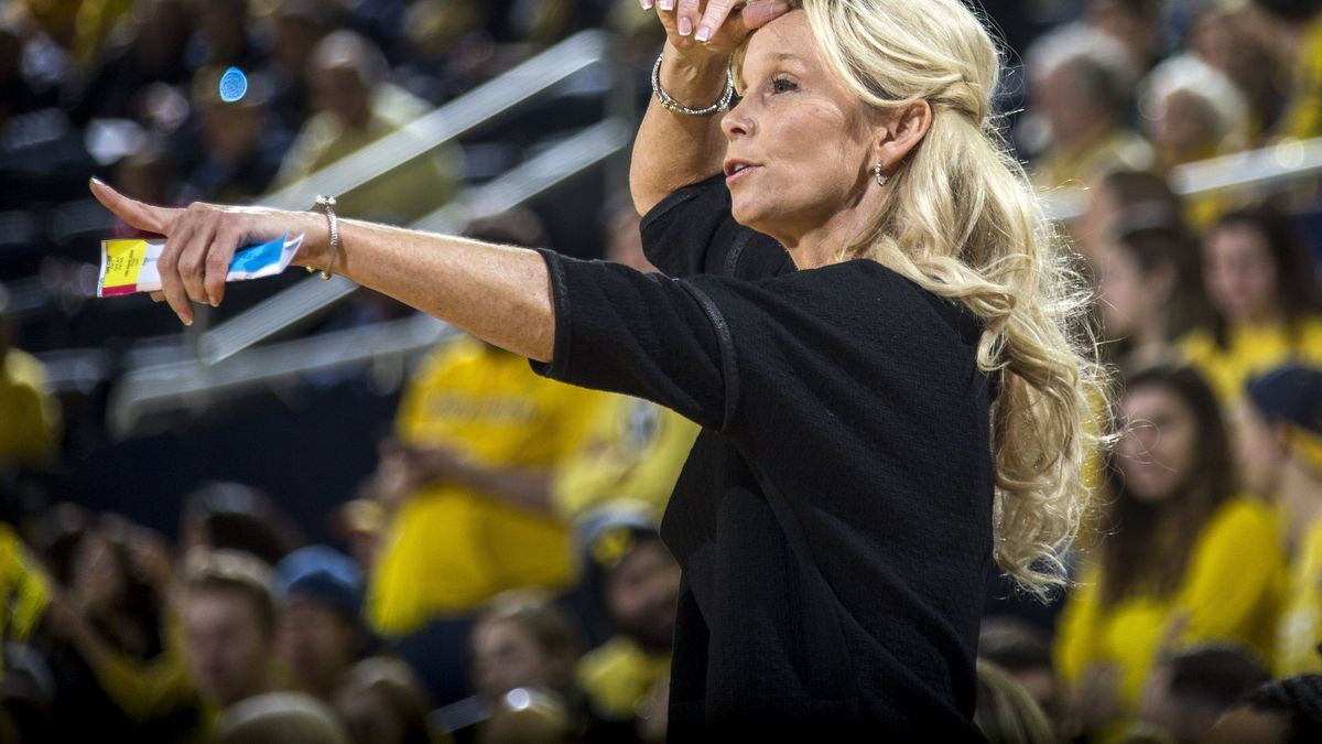 Michigan State head coach Suzy Merchant gestures from courtside in the first half of an NCAA college basketball game against Michigan at Crisler Center in Ann Arbor, Mich., Sunday, Jan. 27, 2019. (AP Photo/Tony Ding)