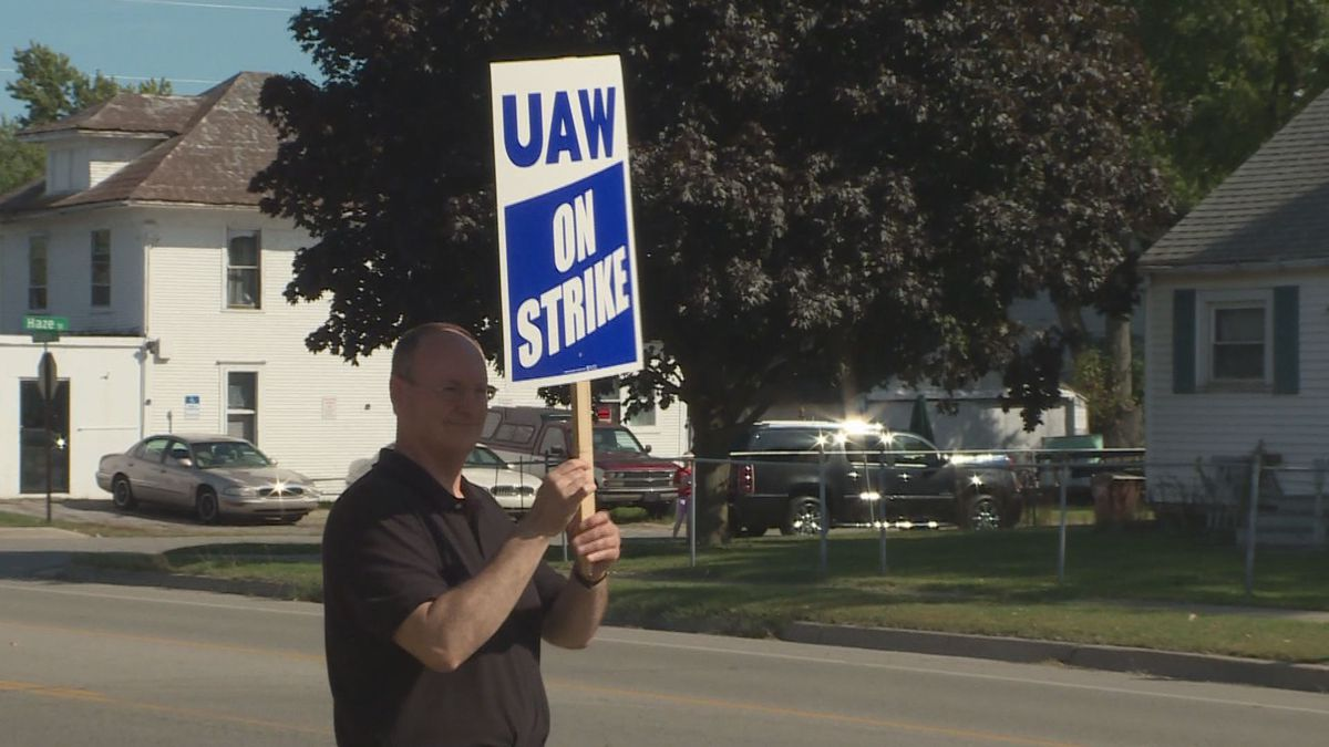 Lansing Sexton teacher Victor Celentino joins the picketing UAW workers at local 602 (source, WILX).