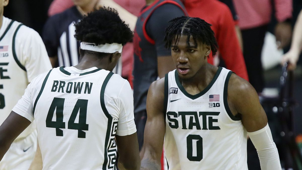 Michigan State forward Aaron Henry (0) celebrates with forward Gabe Brown (44) after scoring...