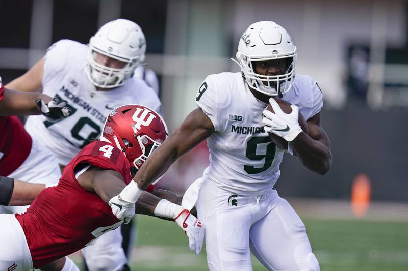 Michigan State's Kenneth Walker III (9) runs past Indiana's Cam Jones (4) during the second...