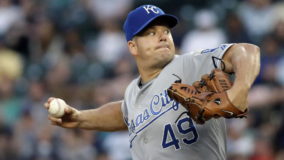 Kansas City Royals starting pitcher Joe Blanton throws against the Seattle Mariners in the sixth inning of a baseball game Monday, June 22, 2015, in Seattle. (AP Photo/Elaine Thompson)